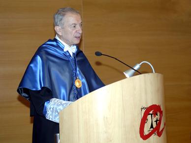 Luis A. Oro, investit com a doctor honoris causa per la URV