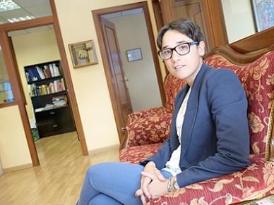 Irene Mallol reflexiona a <i>Perfils URV alumni</i> sobre la independència de la justícia a l'Estat espanyol